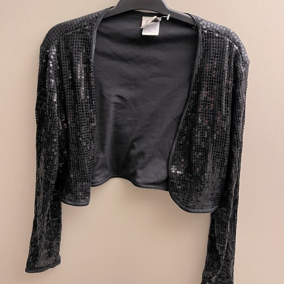 Cropped sequence top
